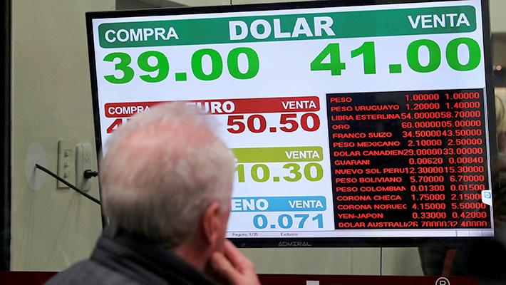 Gobierno de Argentina anuncia impuestos a las exportaciones para enfrentar crisis