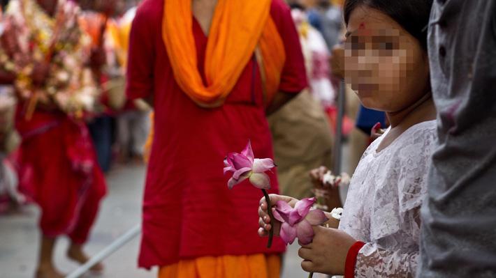 Pareja española abandonó a niña india que había adoptado tras descubrir que era mayor de lo que creía