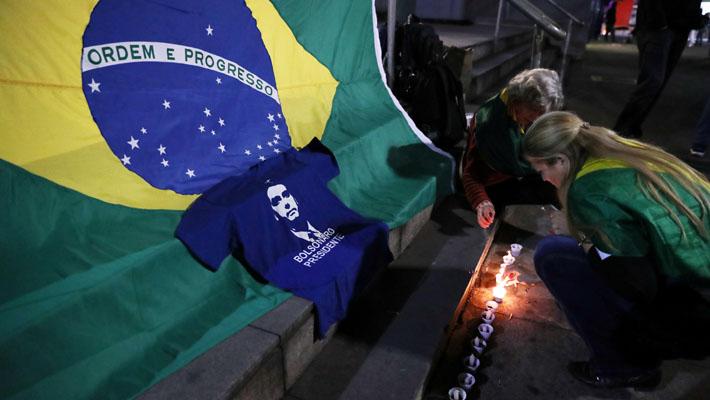 """Policía afirma que agresor de Bolsonaro actuó por """"motivos personales"""" y """"orden de Dios"""""""
