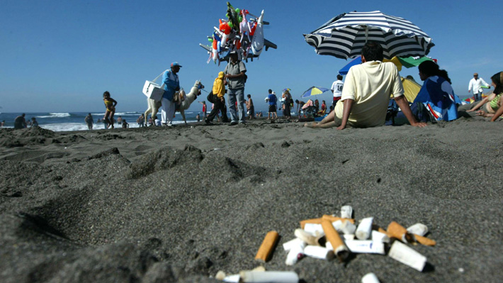 Peor que las bombillas plásticas: Aseguran que las colillas de cigarro son el mayor contaminante de océanos y playas