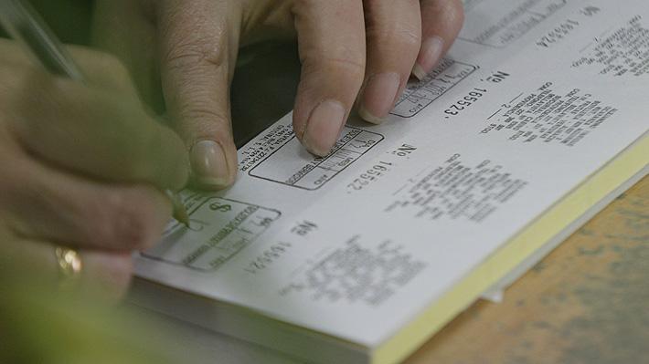 """Imprentas en alerta por boleta electrónica: Aseguran que sería """"una guillotina"""" para unos 3 mil puestos de trabajo"""