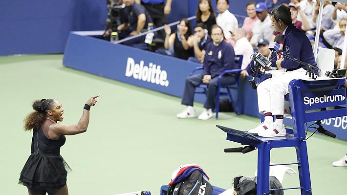 """Rompió su raqueta, encaró al árbitro y lo trató de """"ladrón"""" y """"mentiroso"""": Las imágenes del día de furia de Serena Williams"""