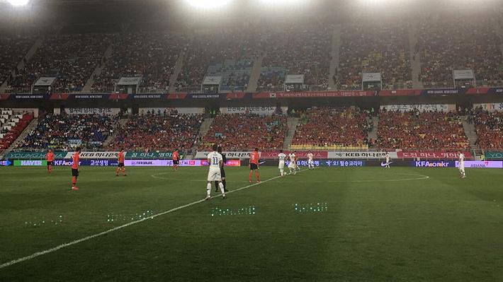 Mira el gol con el arco descubierto que desperdició Valdés y la clara chance de anotar de Vidal
