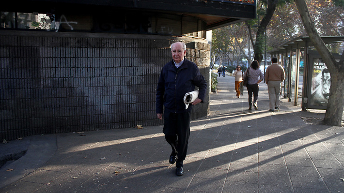 Prensa italiana afirma que el Papa Francisco sacó al cardenal Errázuriz de su consejo asesor