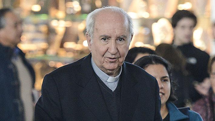 Vaticano confirma permanencia de cardenal Errázuriz en consejo asesor del Papa