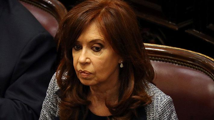 Juez procesa por asociación ilícita a Cristina Fernández y solicita su prisión preventiva