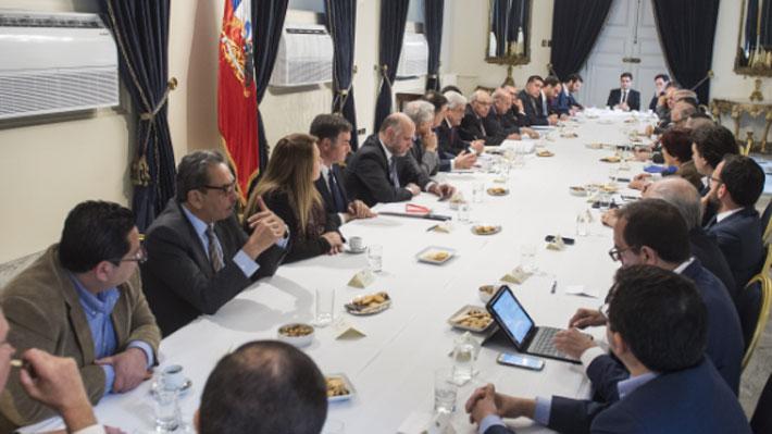 Piñera se reúne con parlamentarios y partidos y les plantea tres escenarios posibles ante fallo de La Haya