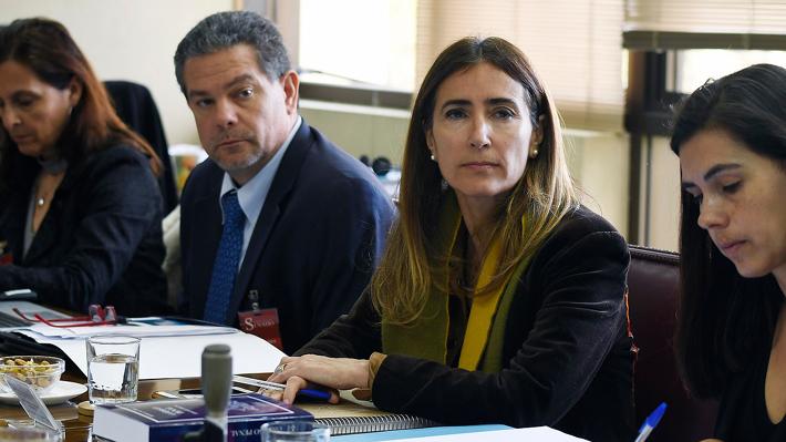 Schmidt informa que Chile postergó firma de tratado que permite a comunidades evaluar instalación de empresas