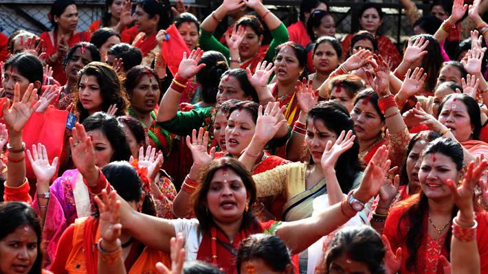India despenaliza ley contra el adulterio que trataba a mujer como un objeto