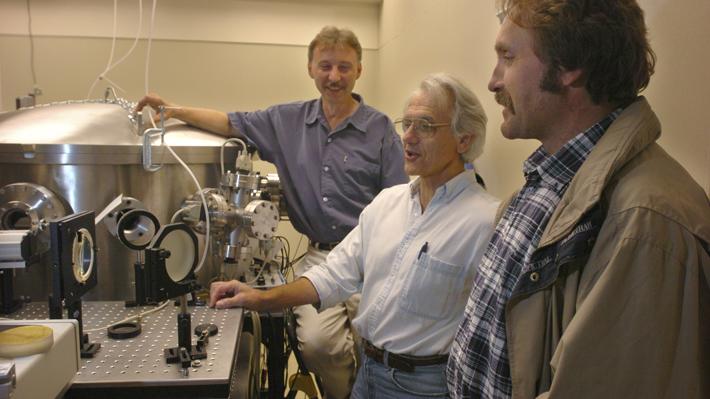 Científicos de EE.UU., Canadá y Francia ganan Nobel de Física por su trabajo en física del láser