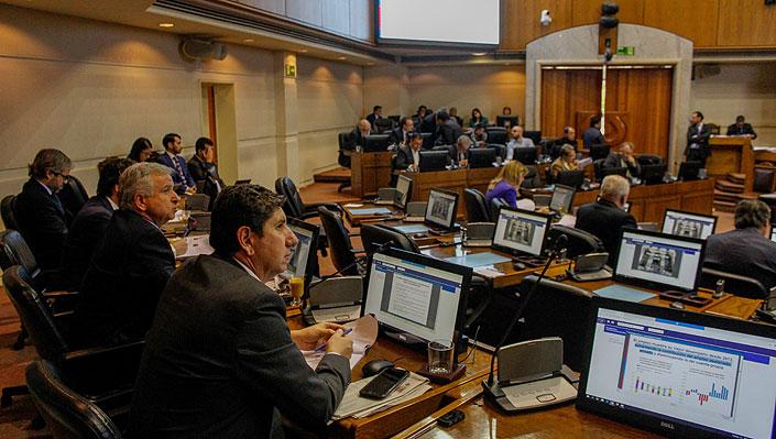 """Oposición plantea """"dudas"""" sobre alza de 3,2% del Presupuesto y anticipa un """"intenso"""" debate"""