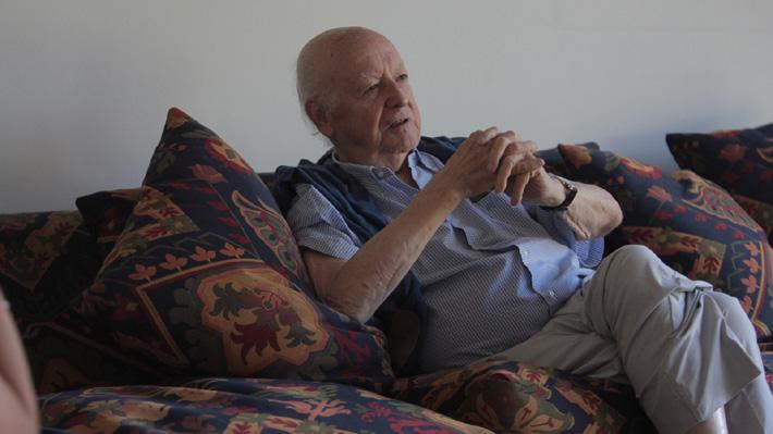 Escritor y diplomático Jorge Edwards ingresa a militar a Evópoli