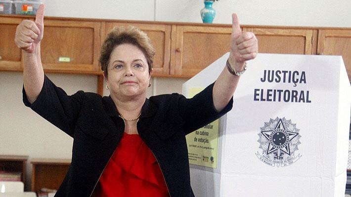 """Dilma Rousseff tras emitir su voto: """"Hoy está en la pauta si crearemos un camino democrático o de autoritarismo y fascismo"""""""