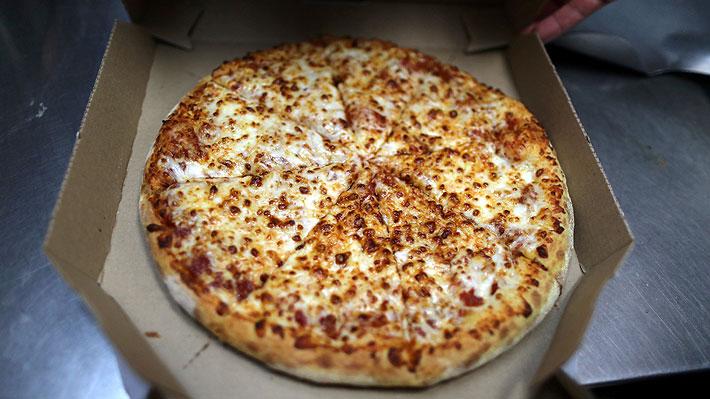 Repartidor de pizza arriesga 18 años de cárcel por escupir el pedido de un cliente en Turquía