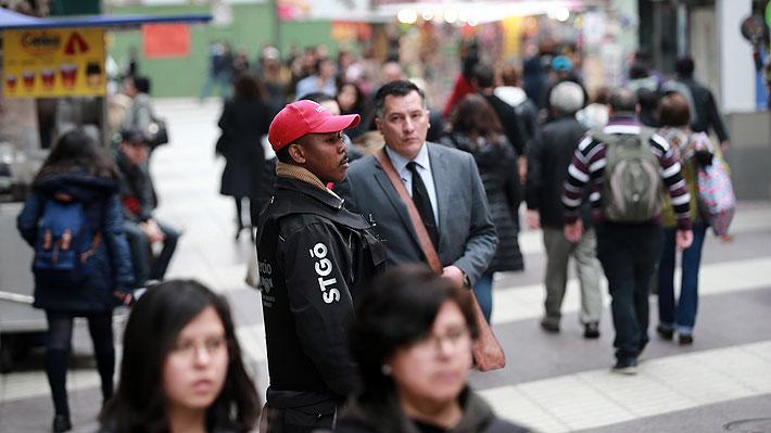 Más liberales y menos festivos: ¿Cómo los inmigrantes perciben a los chilenos?