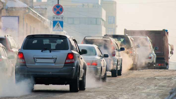 Europa quiere reducir en un 35% las emisiones contaminantes de los autos para 2030
