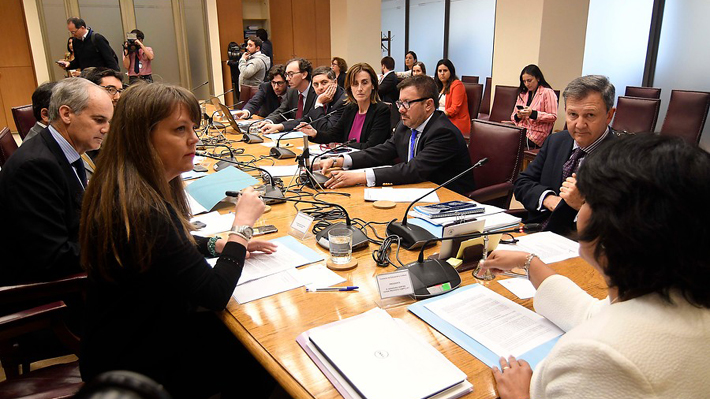 Gobierno acepta renovar suma urgencia a Aula Segura y senadores se comprometen a cumplir nuevo plazo