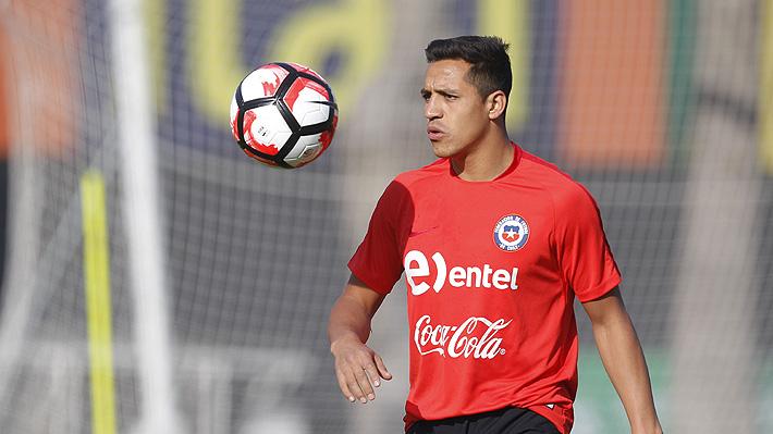 Por qué Alexis estuvo entrenando en solitario en Chile y no podrá jugar el amistoso ante Perú