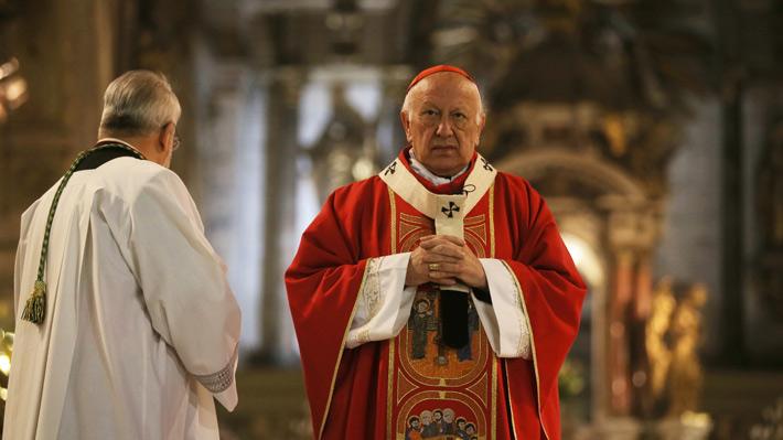 """Cardenal Ezzati señaló estar """"totalmente de acuerdo"""" con decisión del Papa de expulsar a obispos Cox y Órdenes por casos de abusos"""