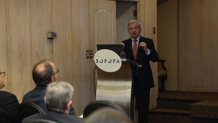 Ranking de Competitividad: Ministro Larraín valora leve alza de Chile y dice que hay que seguir trabajando