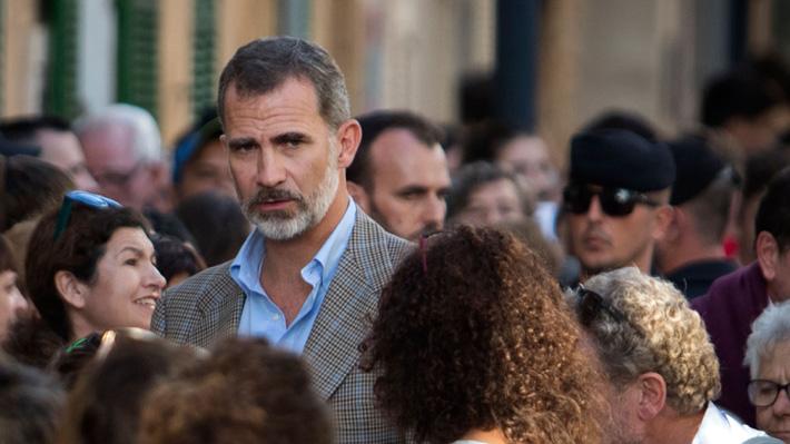 """El polémico video del rey Felipe y un voluntario en Mallorca: """"Con un apretón de manos, a mí no me ayuda en nada"""""""