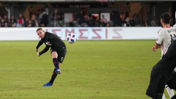 """Fantástico, brutal, tremendo"": El golazo de tiro libre de Rooney que da la vuelta al mundo"