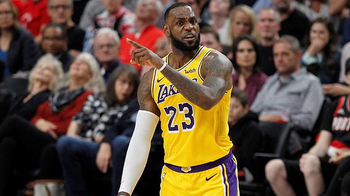 Las espectaculares jugadas de LeBron en su primer partido oficial con Los Lakers