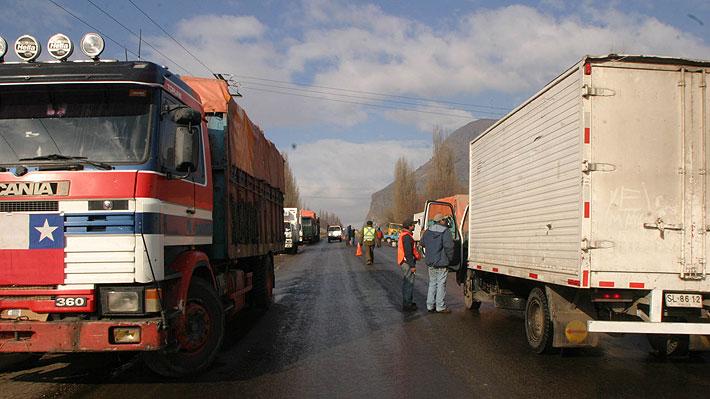 Confederación Nacional de Camioneros se reunirá con sus bases antes de decidir paralizar por las alzas en los combustibles