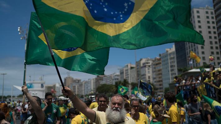 """""""Cómo mueren las democracias"""", el libro que es furor en Brasil antes de la segunda vuelta"""