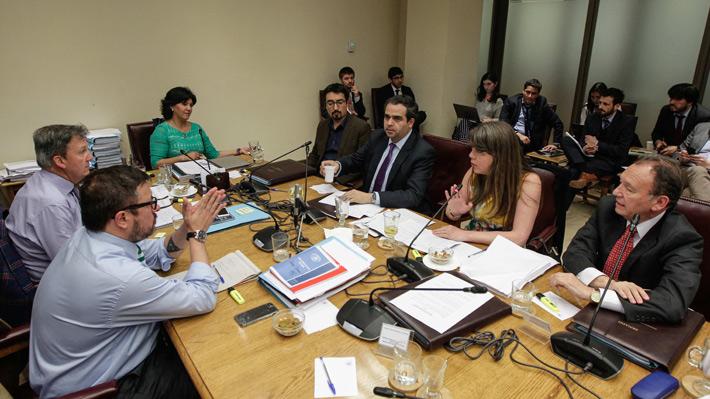 """Traspié para el Gobierno: Comisión de Educación del Senado aprobó Aula Segura, pero oposición cambió """"idea matriz"""""""