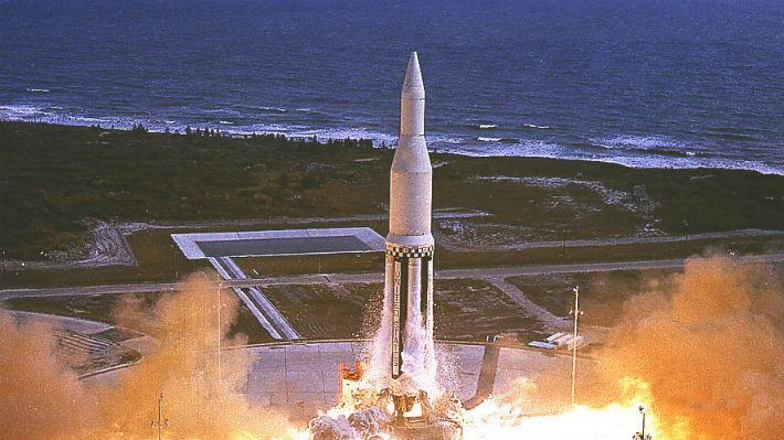Del primer vuelo del Saturn I a la llegada de la humanidad a la Luna