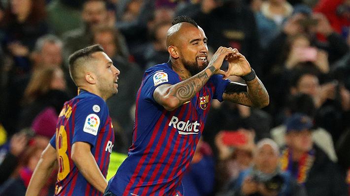 Paliza en el Derbi: Con un tanto de Vidal y triplete de Suárez, el Barça golea al Madrid y es líder exclusivo en España