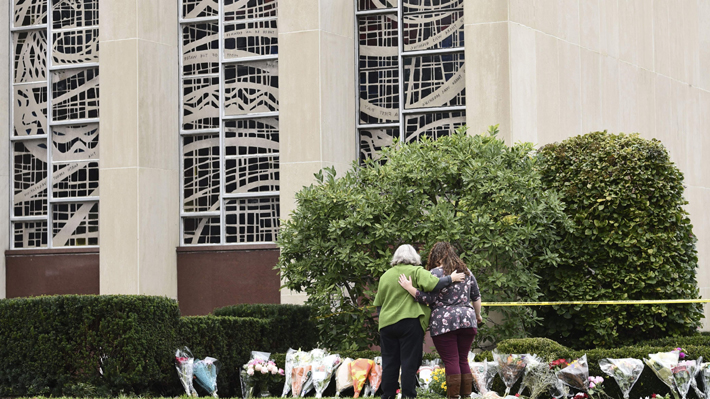 Atacante en el tiroteo de la sinagoga en EE.UU. comparecerá ante el juez este lunes acusado por 29 cargos