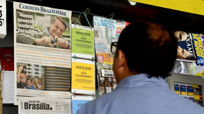 Galería: Revisa las portadas de los diarios del mundo tras la victoria de Bolsonaro en Brasil