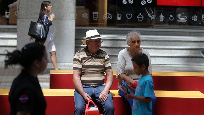 ¿Qué echaron de menos?: Expertos en pensiones analizan la reforma previsional de Piñera