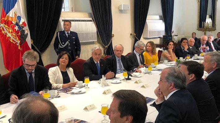 """Piñera recibe propuestas para el """"desarrollo integral"""" y reitera que éste se podría alcanzar en la próxima década"""