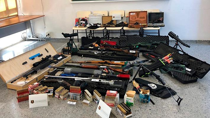 Tenía un arsenal de armas en su casa: Detienen a hombre que amenazó con asesinar a Presidente español