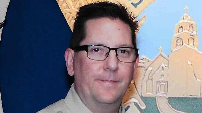 La historia de Ron Helus, el policía