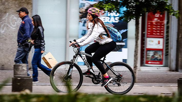610aa5d3e8 El casco al debate: Ciclistas ponen en duda su eficacia mientras Gobierno  defiende su uso