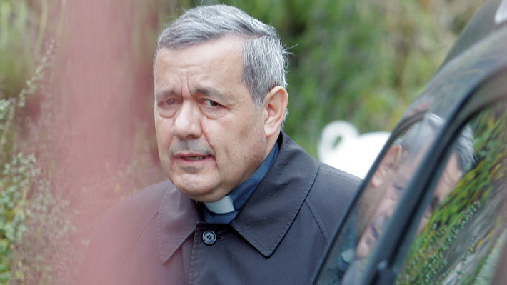 """Obispo Barros al llegar a declarar como imputado por caso Quiroz: """"Con el favor de Dios, que todo salga bien"""""""
