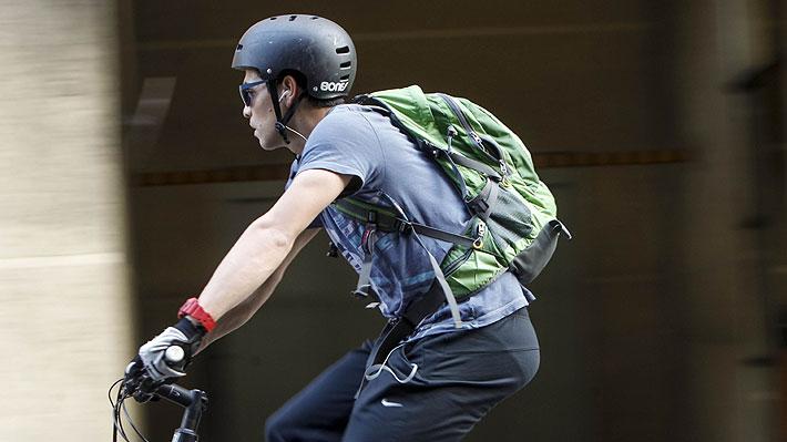 40de9516a3 Con la norma recientemente promulgada se sancionará, con hasta casi  $50.000, a aquellos ciclistas que no lo usen.
