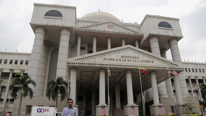 Termina juicio de chilenos en Malasia: Son condenados a 2 años de prisiónChilenos detenidos en Malasia son condenados a 2 años de prisión: Con beneficios podrían salir en libertad en un mes