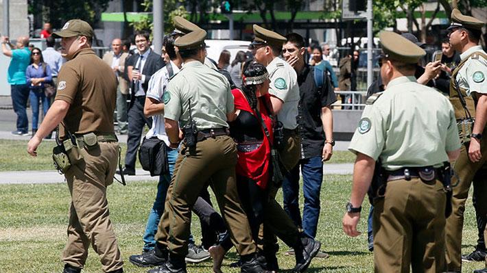 Manifestación frente a La Moneda por muerte de Catrillanca termina con seis personas detenidas