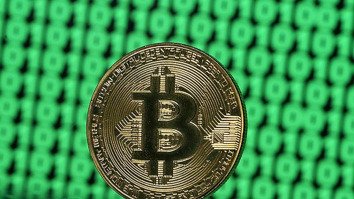 Bitcoin retrocede hacia su menor nivel en más de un año y arrastra al resto de las criptomonedas