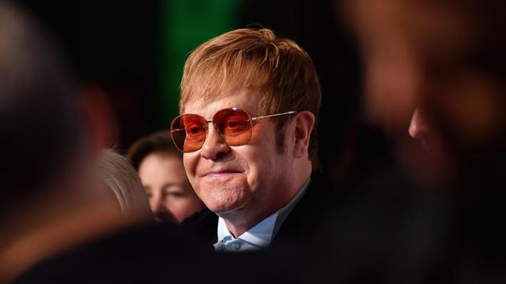Video: Elton John protagoniza comercial navideño que ha conmovido a espectadores de todo el mundo