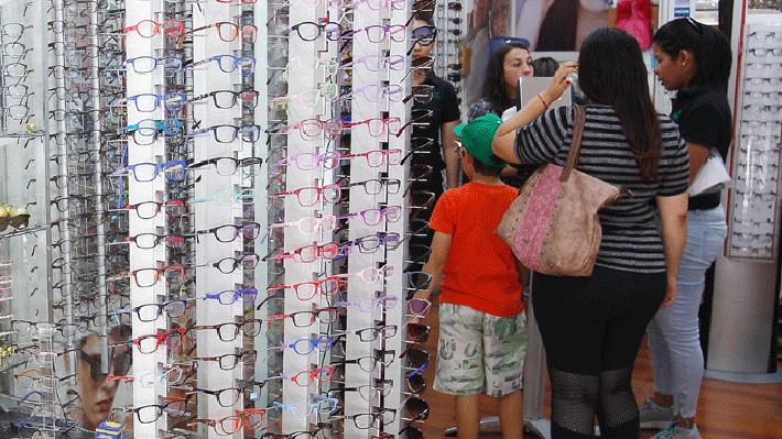 Decisión del TC de autorizar recetar lentes al interior de ópticas desata polémica