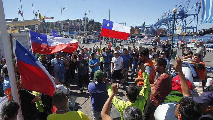 """Trabajadores portuarios de Valparaíso: """"Estamos dispuestos a pensar en la posibilidad de atender el crucero el día sábado"""""""