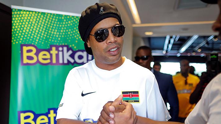 La debacle de Ronaldinho continúa: Ahora le incautaron autos de lujo, televisores, pinturas y diversos bienes