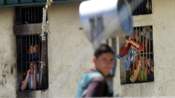 Cárceles en Chile: Informe de DD.HH. acusa vulneraciones y propone racionalizar penas de cárcel
