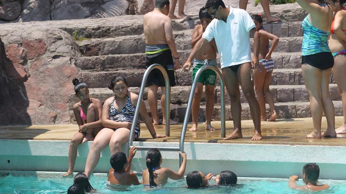 Prevenir, supervisar y tener precaución con el uso de flotadores: Los consejos para evitar ahogamientos en piscinas